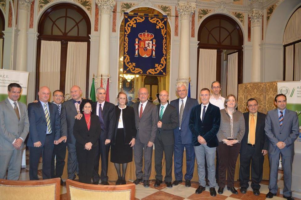 con María Victoria Atencia, Francisco de la Torre (alcalde de Málaga) y diversos escritores y representantes de instituciones culturales