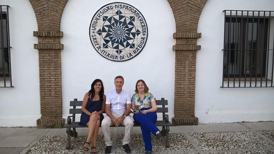 con Raquel Lanseros y Remedios Sánchez.