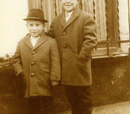 Morales Lomas con su hermano Antonio.